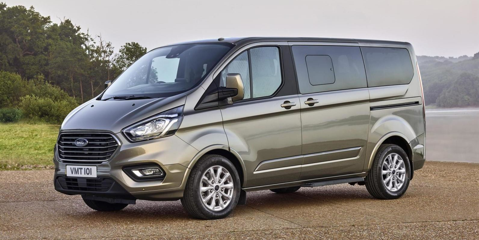new ford tourneo custom van with upgraded design and. Black Bedroom Furniture Sets. Home Design Ideas